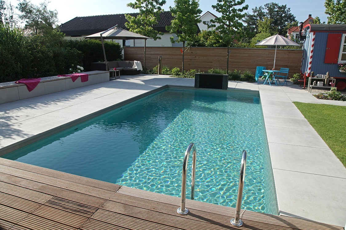 Biotop living pool avec cabine de bain originale - Poolanlagen im garten ...